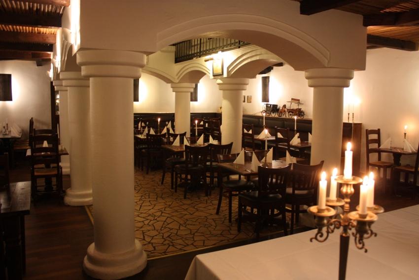 Flot restaurant dækket op til gæster